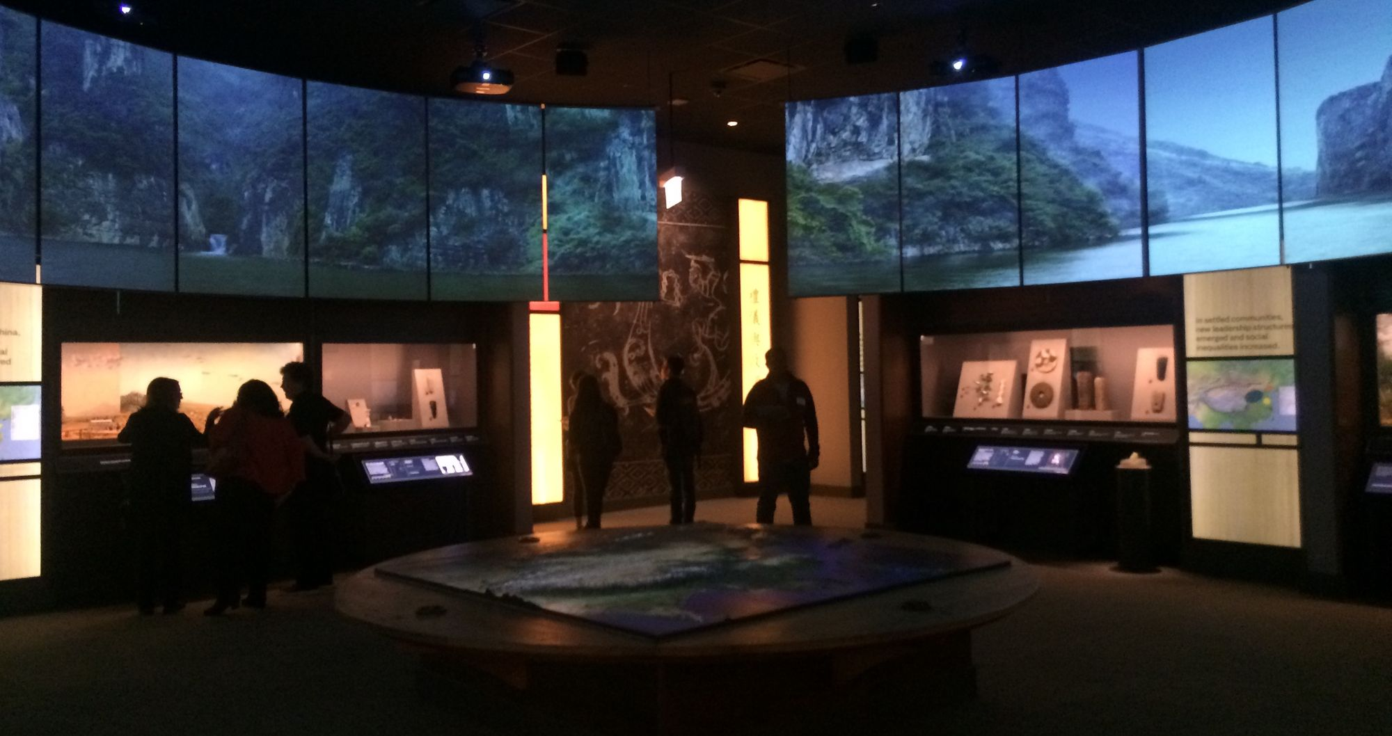 Digital Exhibit Labels in Museums: Promoting Visitor Engagement with Cultural Artifacts.
